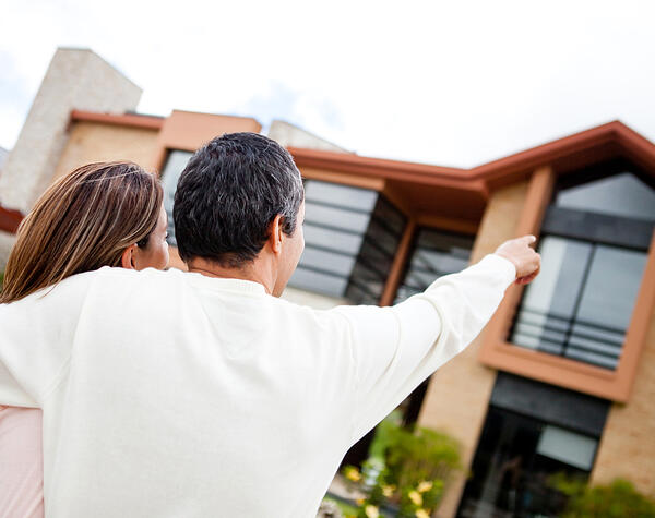 Mouving House Checklist - Austate Removals - Couple looking at their new home